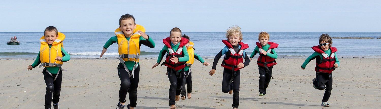 des enfants qui courent en fin de séance