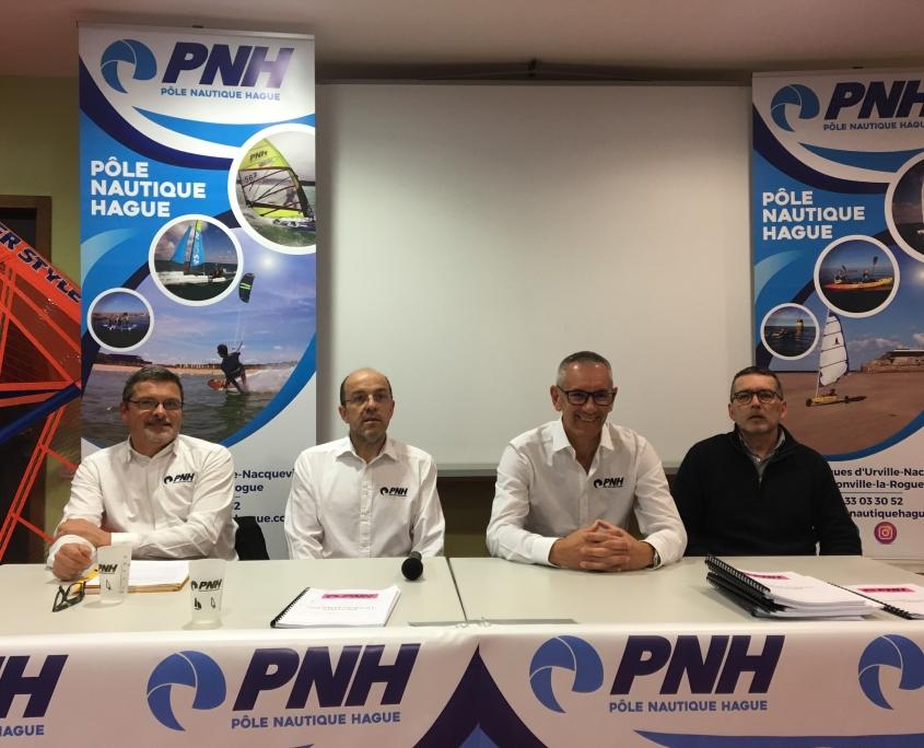 les 4 dirigeants du PNH assis à l'AG