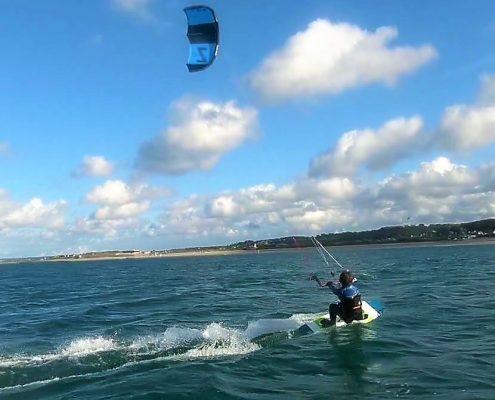 jeune kitesurfeur à Urville